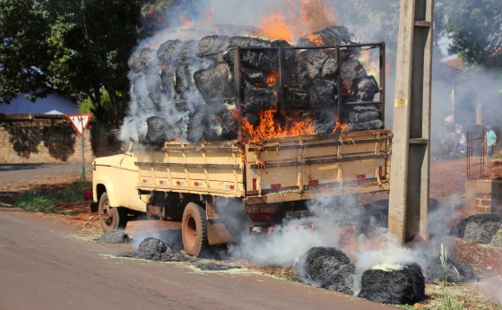 Defesa Civil de Missal controla incêndio em caminhão