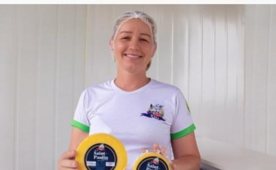 Empresária rural de Diamante produz queijos finos do tipo Saint-Paulin