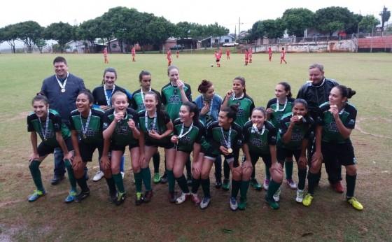 Equipe feminina sub-17 de Missal é campeã dos Jogos Bom de Bola fase regional