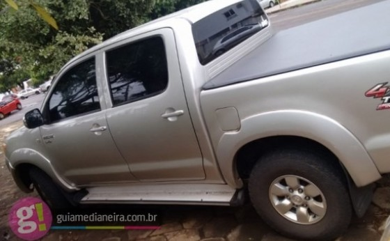 Família é feita refém e tem caminhonete Toyota Hilux roubada em assalto em Medianeira