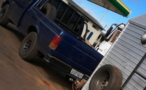 Camionete F-1000 é furtada no centro de Missal