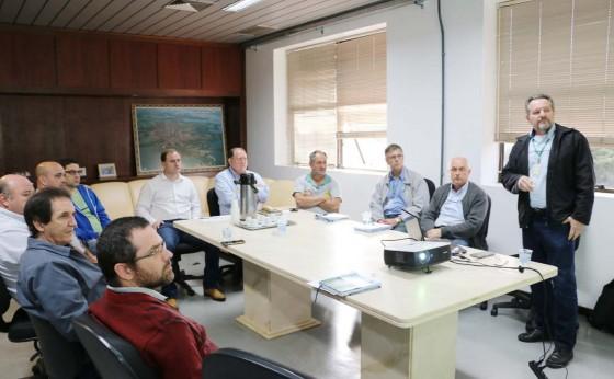 Fortalecimento da fruticultura é tema de reunião entre lideranças municipais e regionais