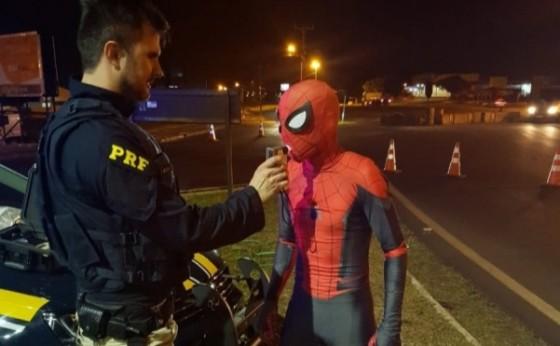 Foz do Iguaçu: Homem-aranha passa no teste do bafômetro