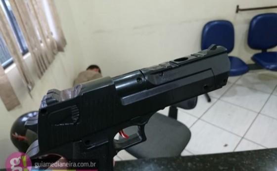 Homem é preso após causar pânico ao invadir escola com arma em punho em Medianeira