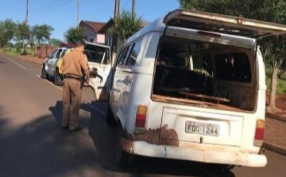 Homem é preso com Kombi furtada carregada de cigarros contrabandeados em Itaipulândia