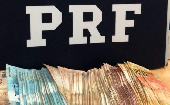 Homem é preso com quase R$ 40 mil em dinheiro na BR-277 em São Miguel, carro tem placas de Missal