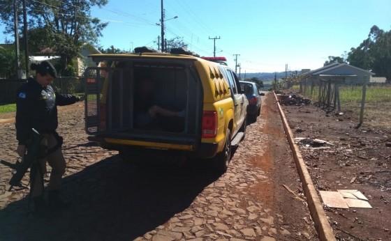 Homem é preso e carro apreendido pela PM em Missal