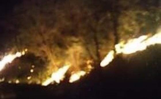 Incêndio e registrado na PR 495 na subida da Eva