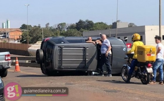Medianeira: Após colidir em ônibus, motorista embriagado foge, capota veículo e acaba preso pela PM
