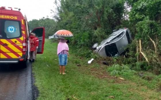 Medianeira: Ocupantes de veículo saem ilesos de capotamento na BR 277