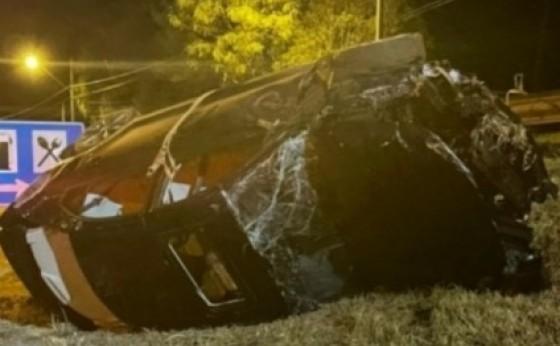 Medianeira: Veículo capota após acidente na BR 277