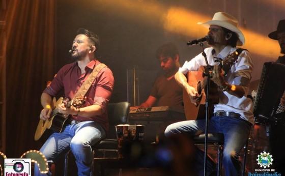 Milhares de pessoas prestigiaram Show com Jads e Jadson em Itaipulândia