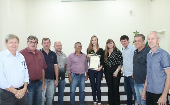 Miss Paraná Djenifer Frey recebe homenagem da Câmara Municipal de Missal.
