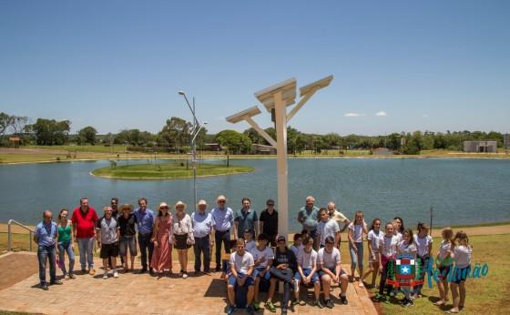 Missal inaugura Árvore Solar Digital no Lago Municipal