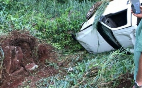 Motorista fica ferido ao capotar com caminhonete na PR 495 entre Missal e Medianeira