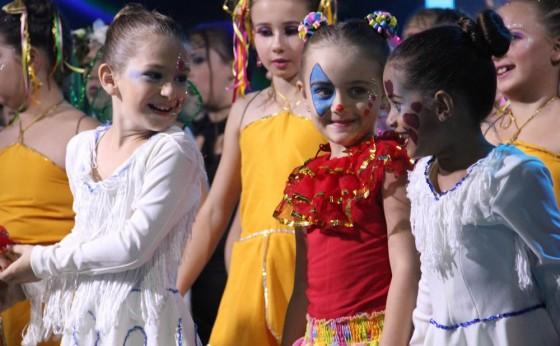 """A Cia Municipal de Dança apresentou na noite de ontem (08), o espetáculo """"OZ, Mágico e Poderoso"""""""