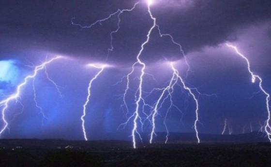 Paraná deve ter chuva de granizo e ventos de até 100 km/h nesta terça-feira (9)