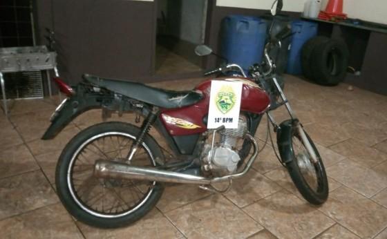 PM prende jovem com cocaína, conduzindo moto adulterada e sem CNH em São Miguel