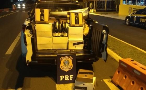 Polícia apreende 440 garrafas de vinho argentino que eram transportadas em caminhonete na BR-277