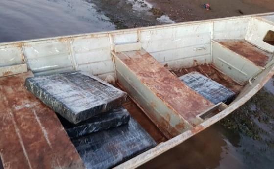 Polícia Federal apreende embarcação com 90 kg de maconha em Itaipulândia