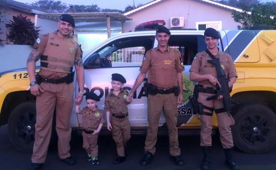Polícia Militar de Missal presenteia fãs e aniversariante com fardas da PM