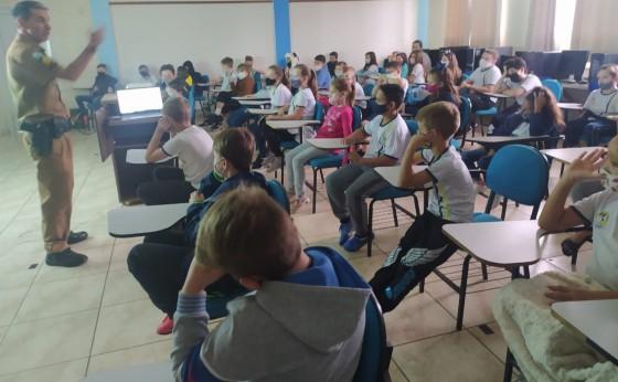 Polícia Militar de Missal realiza palestra sobre Bullying em escola
