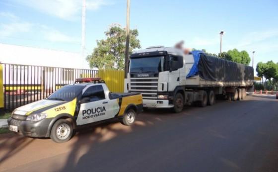 PRE de Santa Helena apreende carreta carregada com cigarros contrabandeados do Paraguai