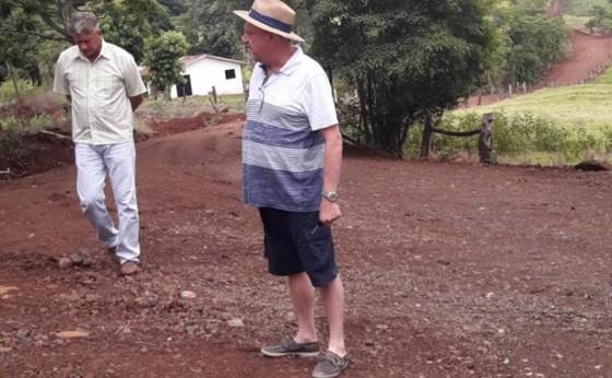 Prefeito de Missal vistoria trecho que vai receber pavimentação poliédrica