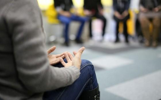 Projeto Psicoterapia de Grupo ajuda pessoas com sintomas de depressão e ansiedade