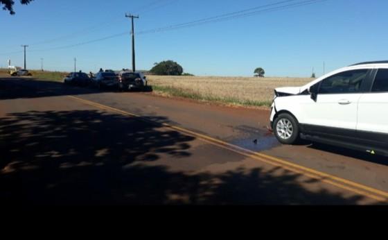 Quatro veículos se envolvem em acidente na PR 495.