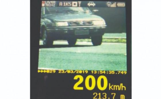 Radar da PRF flagra carro a 200 km/h na BR 277 em Medianeira