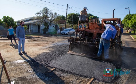 Recomposição da Rua Bom Pastor e Flores da Cunha recebe camada de asfalto