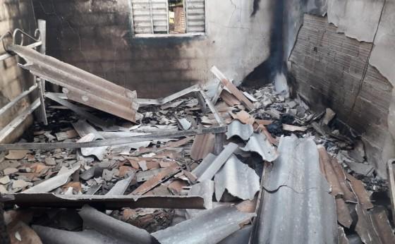 Residência é consumida pelo fogo no interior de Missal
