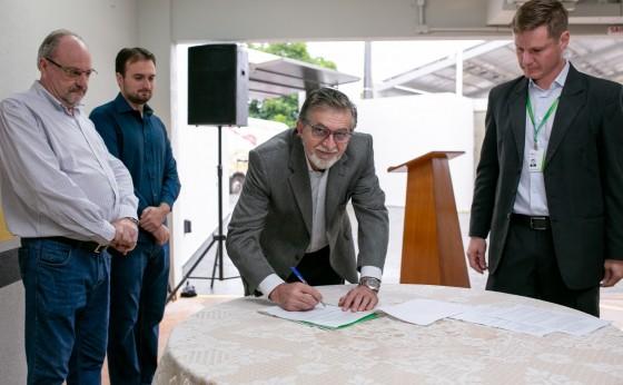 Sicredi Unidade de Missal assina convênio com a Administração Municipal