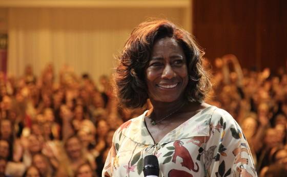 Sicredi Vanguarda: Comitê Mulher inova e traz palestra com jornalista Glória Maria