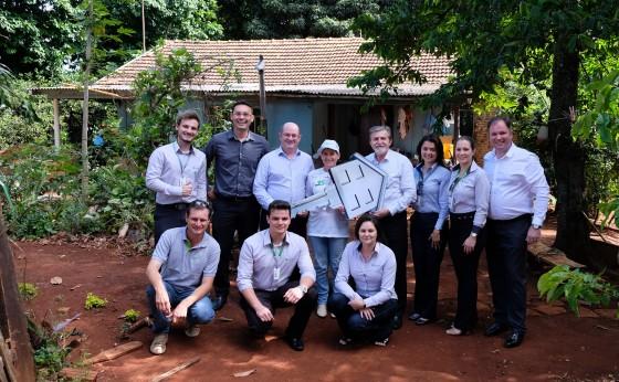 Sicredi Vanguarda entrega carros e casa da campanha 35 Anos de Histórias Cooperativas