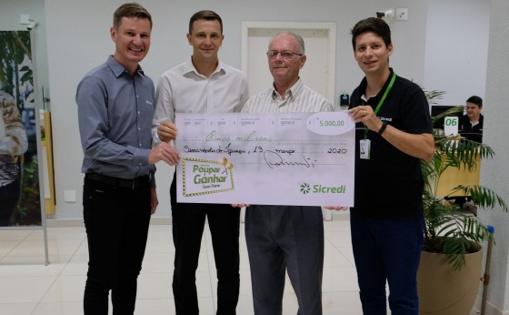Sicredi Vanguarda entrega prêmios de R$ 5 mil a poupadores