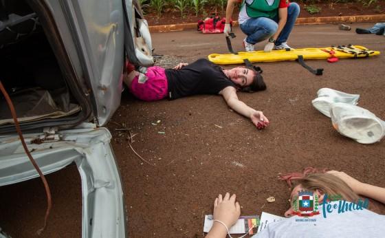 Simulação de acidente com carro e micro-ônibus marca o encerramento do treinamento do Samu em Missal