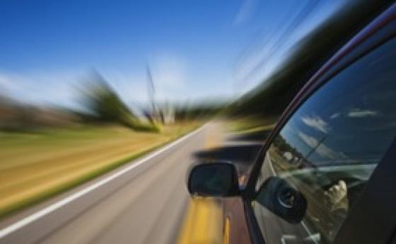 Suspensão imediata do direito de dirigir em caso de excesso de velocidade superior a 50%