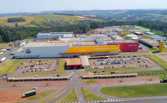 Unidade Industrial de Aves em Matelândia está com vagas para Auxiliar de Linha de Produção