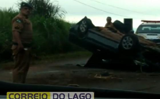Veículo capota após colidir contra barranco na PR 495 em Missal