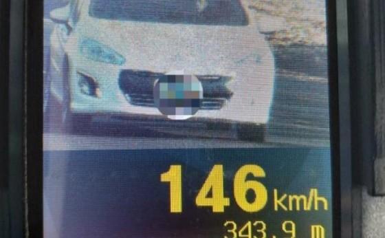 Veículos são flagrados trafegando em alta velocidade na PR 495 em Missal. Radar capturou 43 imagens