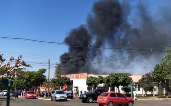Vídeo: Incêndio é registrado em estabelecimento comercial em Santa Helena